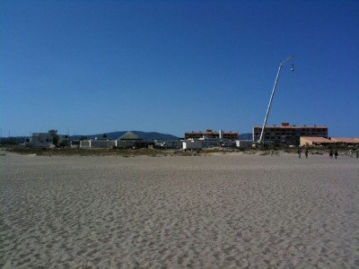 WEI : vue depuis la plage sur le village vacance